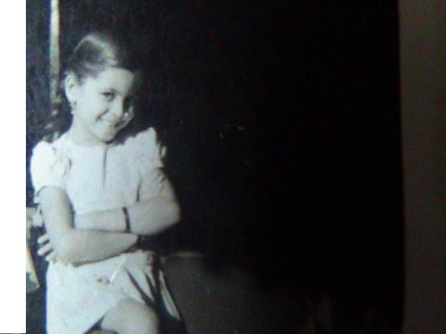 सौ. लहानपणचा फोटो.